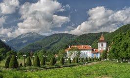 Sambata de Sus Kloster också som är bekant som den Brancoveanu kloster Royaltyfri Foto