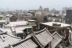 Samcheongdong täckte i snö Arkivfoto