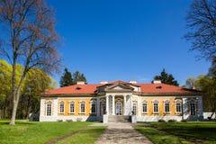Samchiki,乌克兰- 2017年4月17日:宫殿和公园合奏Samchiki在Samchiki,乌克兰村庄  库存图片