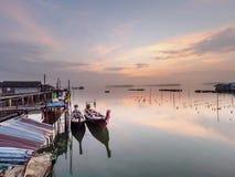 Samchong-tai, Phangnga, Ταϊλάνδη, ψαροχώρι και ανατολή στοκ εικόνες
