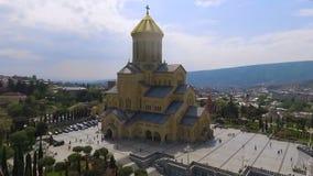 Samebakathedraal in Tbilisi, de grootste godsdienstige bouw, historische aantrekkelijkheid stock videobeelden