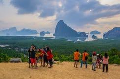 Samed Nang Chee View Point con el visitante Imagen de archivo libre de regalías