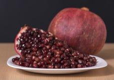 Samen der reifen Granatapfelfrucht Stockfoto