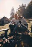 Samen genietend van elke minuut Mooi jong paar die mo hebben Royalty-vrije Stock Afbeelding