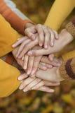 Samengehouden handen Stock Foto's