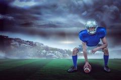 Samengesteld beeld die van Amerikaanse voetbalster 3d bal plaatsen Stock Afbeeldingen