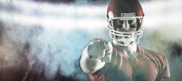 Samengesteld beeld die van Amerikaanse voetbalster op camera richten Royalty-vrije Stock Foto's