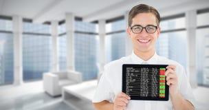 Samengesteld beeld die van geeky zakenman zijn tabletpc tonen royalty-vrije stock afbeelding