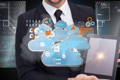 Samengesteld beeld die van glimlachende zakenman zijn 3d tabletpc tonen Royalty-vrije Stock Foto