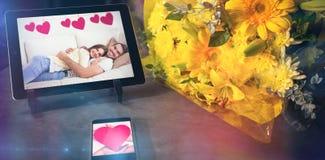 Samengesteld beeld die van handen rood hart houden Royalty-vrije Stock Foto