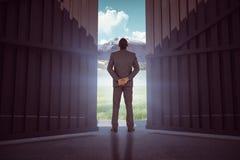 Samengesteld beeld die van jonge zakenman zich met handen achter achter 3d bevinden Royalty-vrije Stock Foto