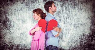 Samengesteld beeld die van paar een gebroken hart houden stock illustratie