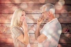 Samengesteld beeld die van paar stil met vingers op lippen blijven stock foto