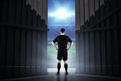 Samengesteld beeld die van rugbyspeler een rugbybal 3D houden Stock Foto