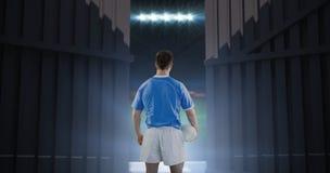 Samengesteld beeld die van rugbyspeler een rugbybal 3D houden Royalty-vrije Stock Foto