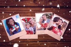 Samengesteld beeld die van vrolijke vrouw een huidige zitting op de vloer houden Stock Afbeeldingen