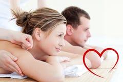 Samengesteld beeld van aantrekkelijk jong paar die een acupunctretherapie hebben royalty-vrije illustratie