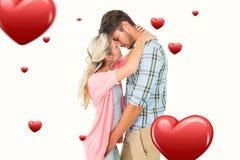 Samengesteld beeld van aantrekkelijk jong paar ongeveer aan kus Stock Foto's
