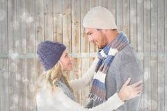 Samengesteld beeld van aantrekkelijk paar in de wintermanier het koesteren Stock Afbeeldingen
