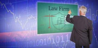 Samengesteld beeld van achtermening van modieuze rijpe zakenman die vinger richten stock fotografie
