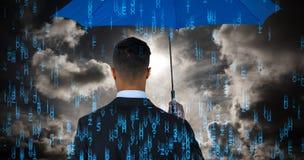 Samengesteld beeld van achtermening van zakenman die blauwe paraplu dragen Royalty-vrije Stock Afbeelding