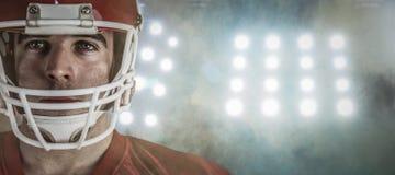 Samengesteld beeld van Amerikaanse voetbalster die camera bekijken Royalty-vrije Stock Foto's