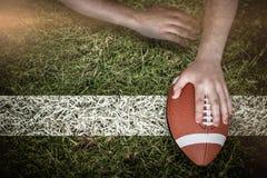 Samengesteld beeld van Amerikaanse voetbalster die een touchdown noteren Stock Afbeelding