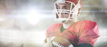 Samengesteld beeld van Amerikaanse voetbalster die klaar voor het spelen zijn Stock Afbeeldingen