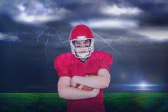 Samengesteld beeld van Amerikaanse voetbalster met gekruiste wapens Stock Foto