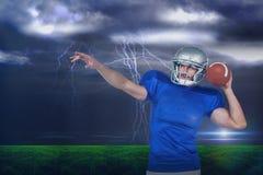 Samengesteld beeld van Amerikaanse voetbalster ongeveer om de bal te werpen Royalty-vrije Stock Afbeelding