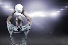 Samengesteld beeld van atleet die 3D rugbybal werpen Stock Afbeeldingen