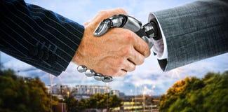 Samengesteld beeld van bebouwd beeld van zakenman het schudden 3d hand van robot Stock Afbeelding