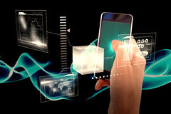 Samengesteld beeld van bebouwde hand van de mens die mobiele 3d telefoon met behulp van Stock Fotografie