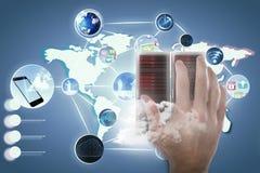 Samengesteld beeld van bebouwde hand van persoon het gesturing tegen het onzichtbare 3D scherm Royalty-vrije Stock Foto