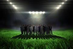 Samengesteld beeld van bedrijfsmensen die opstaan Stock Fotografie