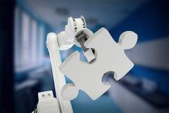 Samengesteld beeld van beeld van de moderne 3d figuurzaag van de machineholding Stock Foto's