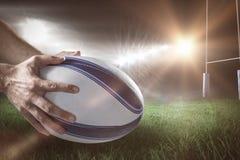Samengesteld beeld van close-up van van 3D de holdingsbal van de sportenspeler Royalty-vrije Stock Fotografie