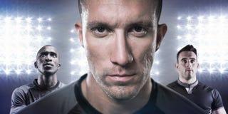 Samengesteld beeld van close-upportret van ernstige rugbyspeler Stock Afbeeldingen