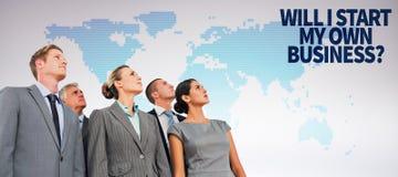 Samengesteld beeld van commercieel team die omhoog kijken Stock Afbeelding