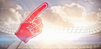 Samengesteld beeld van de Amerikaanse 3d hand van het de verdedigersschuim van de voetbalsterholding royalty-vrije illustratie