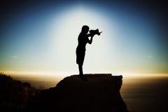 Samengesteld beeld van de holdingsmegafoon van de silhouetonderneemster royalty-vrije illustratie