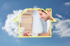 Samengesteld beeld van de mens die withmarker bij het bewegen van doos schrijven Stock Fotografie