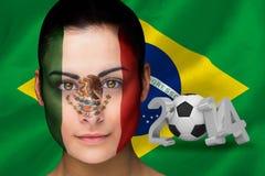 Samengesteld beeld van de voetbalventilator van Mexico in gezichtsverf Royalty-vrije Stock Afbeelding