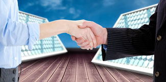 Samengesteld beeld van dichte omhooggaand van bedrijfsmensen die een 3d overeenkomst sluiten Royalty-vrije Stock Foto's