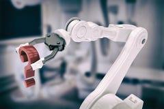 Samengesteld beeld van dichte omhooggaand van robotachtig wapen met rood 3d vraagteken Royalty-vrije Stock Foto's