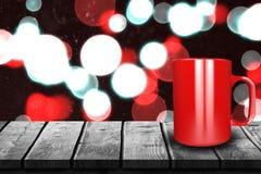 Samengesteld beeld van dichte omhooggaand van rode 3d mok Stock Foto's