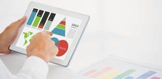 Samengesteld beeld van digitaal geproduceerd beeld van bedrijfspresentatie met grafieken en kaart stock illustratie
