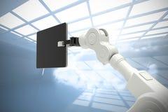 Samengesteld beeld van digitaal geproduceerd beeld die van robot digitale tablet 3d houden Royalty-vrije Stock Foto