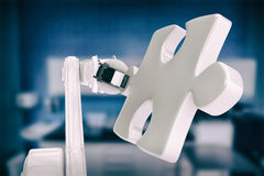 Samengesteld beeld van digitaal geproduceerd beeld van robot met 3d figuurzaagstuk Royalty-vrije Stock Afbeelding