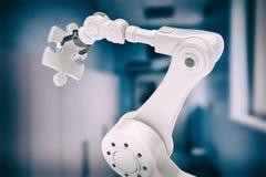 Samengesteld beeld van digitaal geproduceerd beeld van robot met 3d figuurzaagstuk Royalty-vrije Stock Fotografie